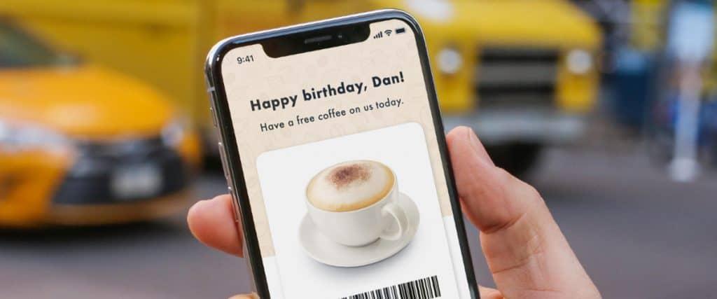 Gepersonaliseerde verjaardagscoupon op mobiel